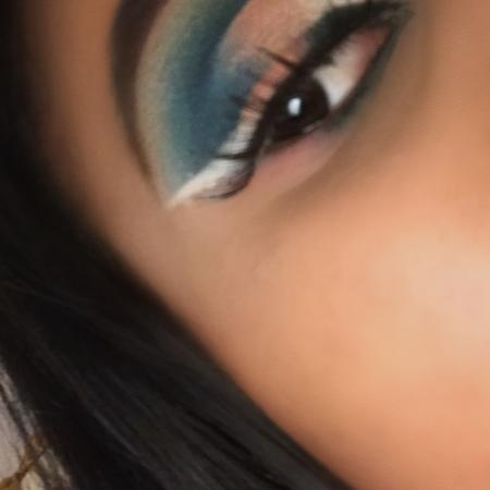 Blue cutcrease with reverse eyeliner